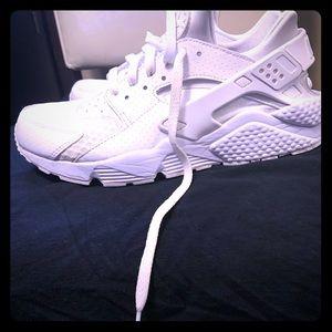 Men's size 9 Nike Huarache